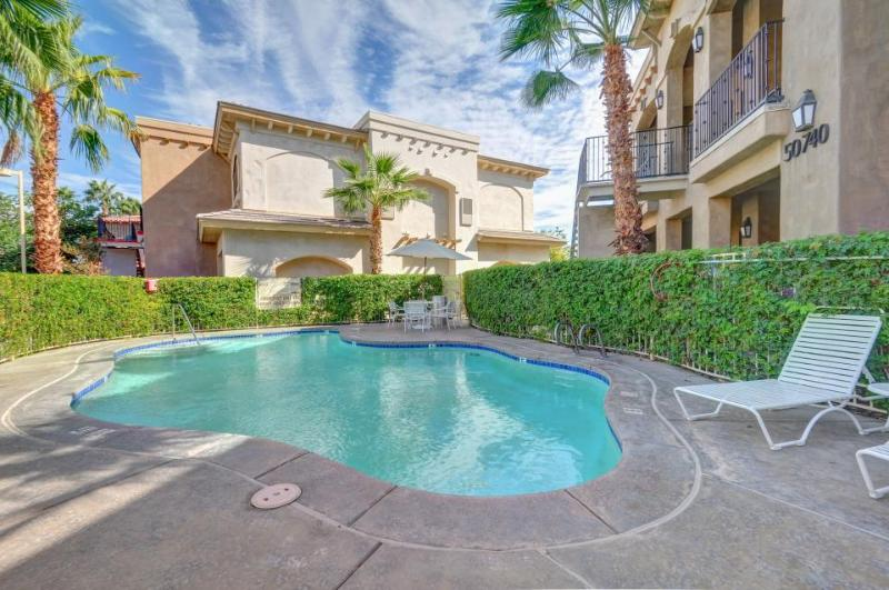 Elegant condo in great location with shared pool and hot tub! - Image 1 - La Quinta - rentals