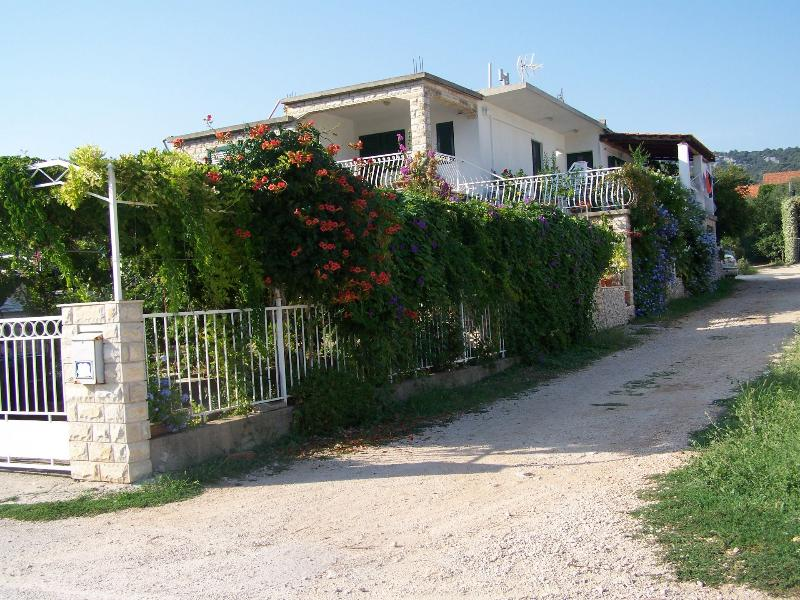 courtyard (house and surroundings) - 4914 A2(2+1) - Vinisce - Vinisce - rentals