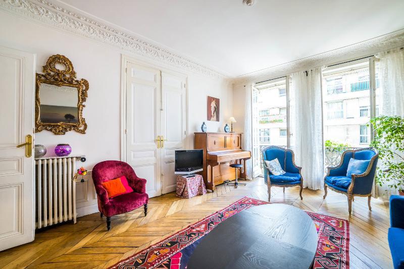 Living Room - 3 bedrooms family flat near Champs Elysées - Paris - rentals