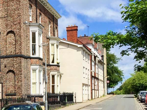BOOTHAM BOLT HOLE, second floor apartment, romantic retreat, close to city centre, in York, Ref 916609 - Image 1 - York - rentals