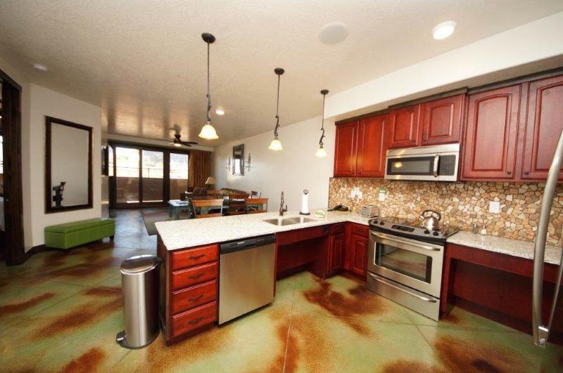 Sombra de Verano ~ #7 - Image 1 - Moab - rentals