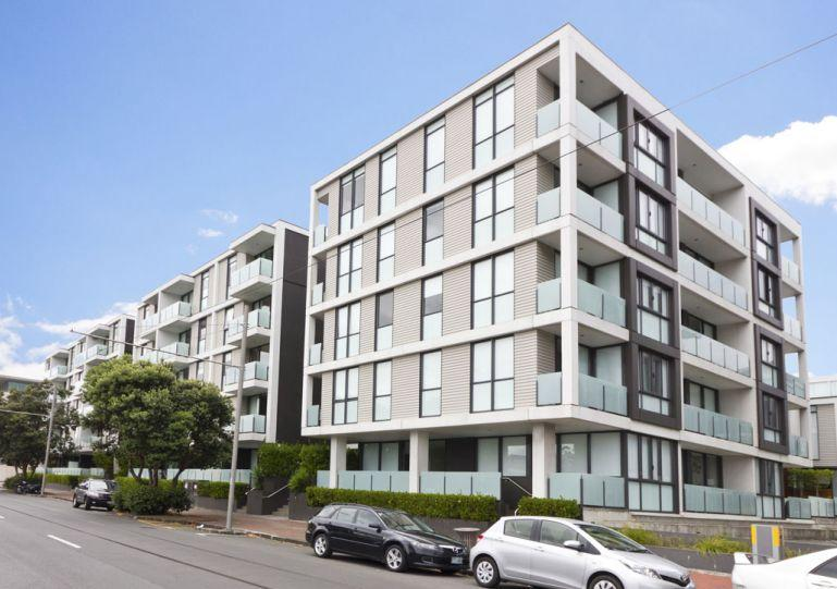 Apartment is on the top floor looking towards the Sofitel - Lighter Quay Apartment One Bedroom with Carpark, Auckland - Auckland - rentals