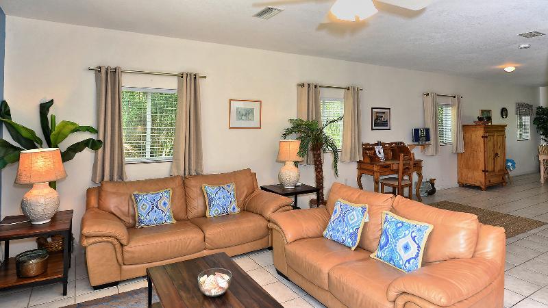 Living room - Spacious Beach Get-A-Way - Siesta Key - rentals