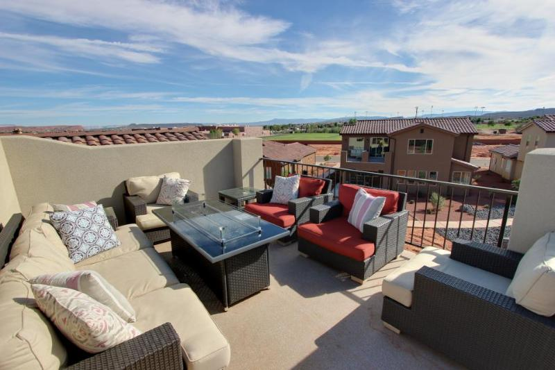 Gorgeous, brand new home w/ shared hot tub, pool & more, convenient location! - Image 1 - Santa Clara - rentals