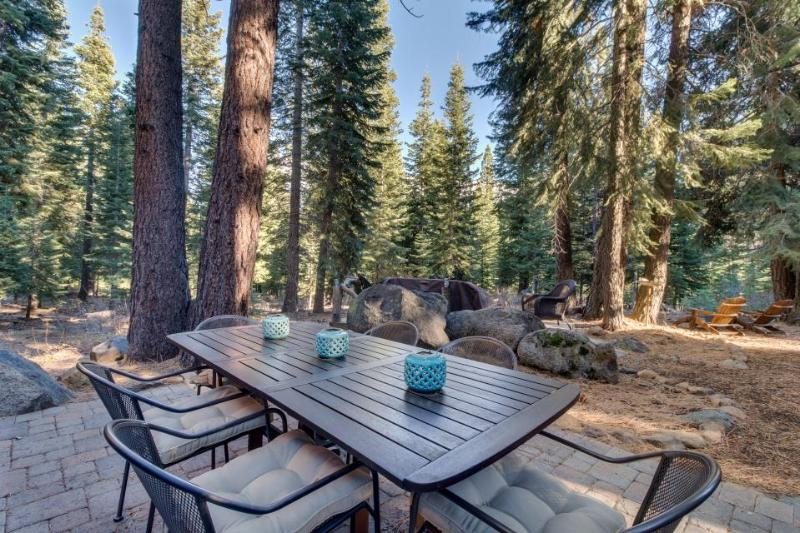 Unique dog-friendly  log cabin w/resort amenities like a shared pool & hot tub - Image 1 - Truckee - rentals