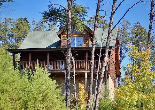 Cabin - Luxurious Rustic Style, Private Deck W/Hot Tub, Pool Table, Sleeps 6, Dogs OK - Sevierville - rentals