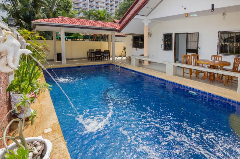 ROYAL VILLA WITH PRIVATE POOL AND JACUZZI - Image 1 - Pattaya - rentals