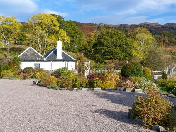 THE OLD SAWMILL, beautiful gardens and surrounding scenery, WiFi, Sky TV, ground floor cottage, in Glenborrodale, Ref. 927795 - Image 1 - Glenborrodale - rentals