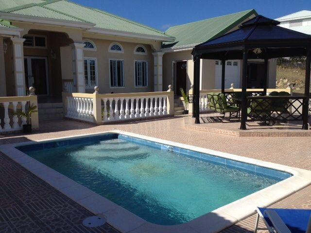Private Pool - Luxury 3Bed/5Bath, mountain views, private pool - Cul de Sac - rentals