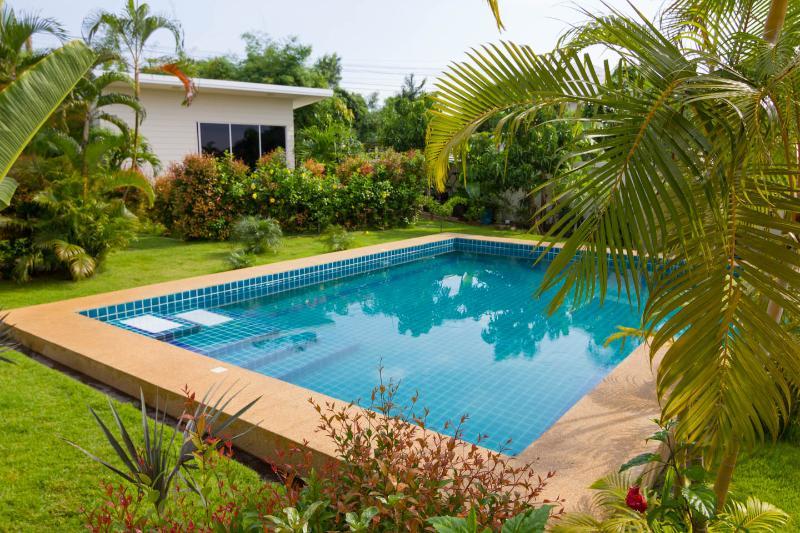 1 Bed Studio unit set in tropical garden - Image 1 - Na Chom Thian - rentals