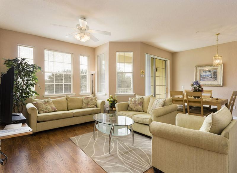 Spacious Living Room with cable TV - Kinsale - Davenport - rentals