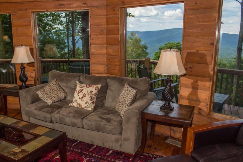 Large living room overlooking the North Georgia Blue Ridge mountains - Cohutta Mountain Lodge - Family cabin with mountain view! Four bedrooms, three - Chatsworth - rentals