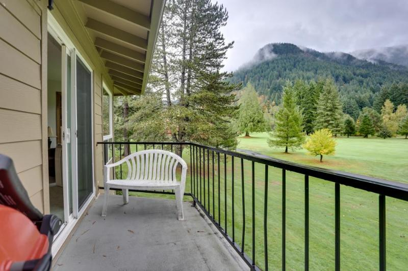 Warm and welcoming pet-friendly golf course getaway - Image 1 - Welches - rentals