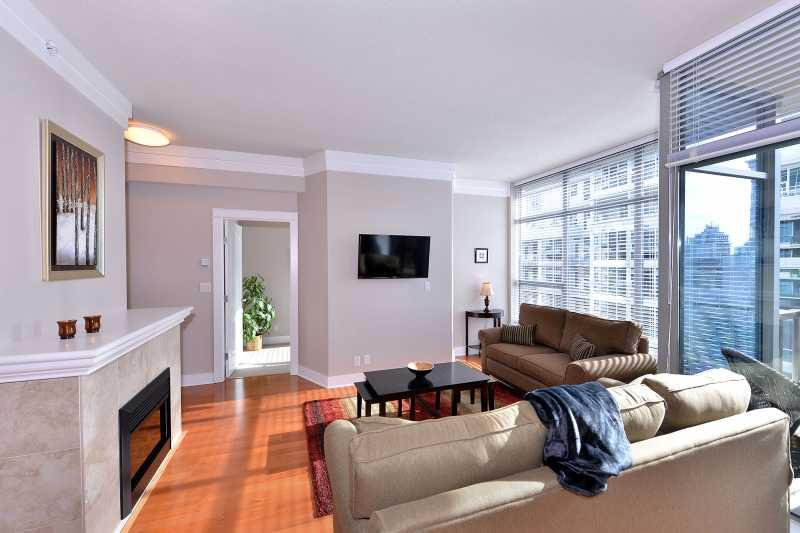 Beautifully decorated living room. - Spacious One Bedroom Condo in the Heart of Downtown Victoria - Victoria - rentals