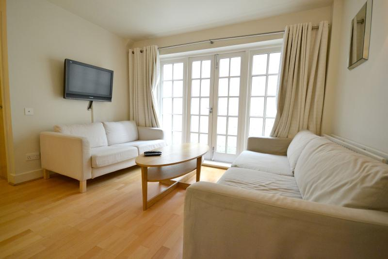 Beautiful Two Bedroom, Two Bathroom Apartment - Image 1 - London - rentals