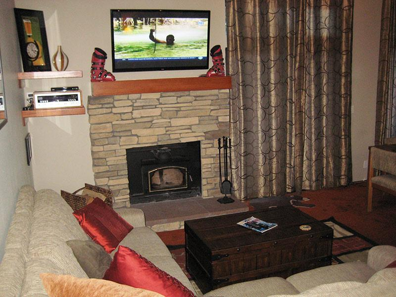 Living Room and Flat Screen TV - Sherwin Villas - SV65G - Mammoth Lakes - rentals