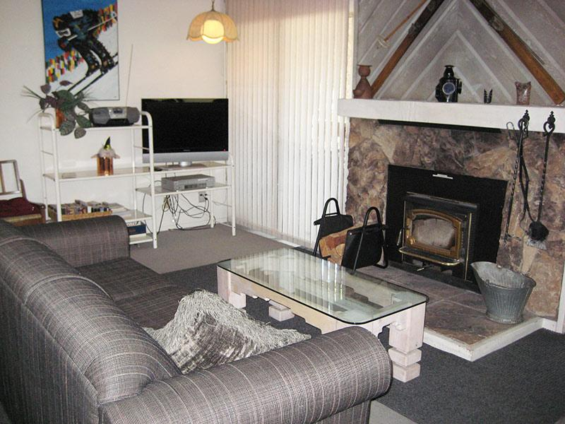 Living Room and Flat Screen TV - La Residence - LR08N - Mammoth Lakes - rentals