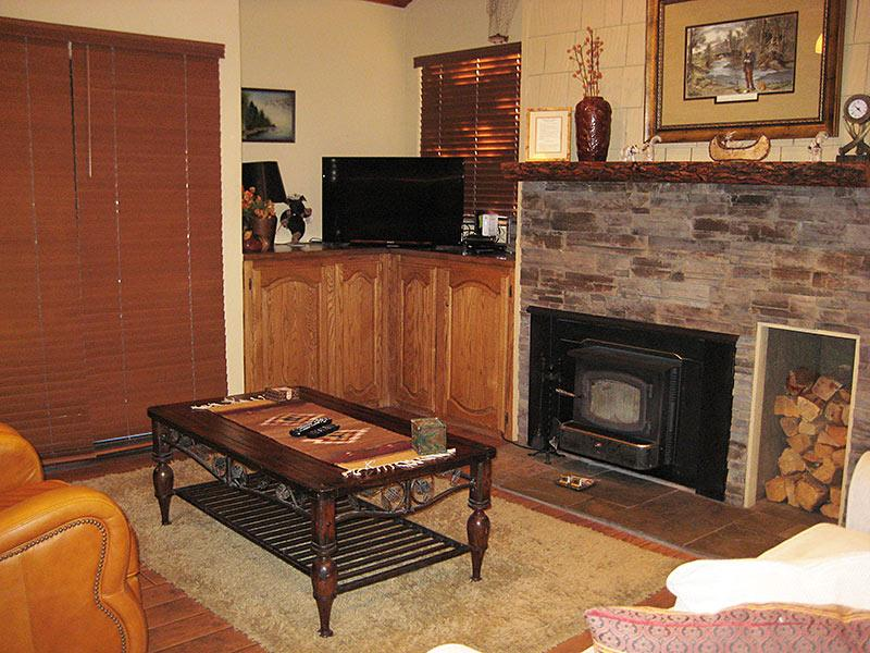 Living Room - Bigwood - BW089 - Mammoth Lakes - rentals