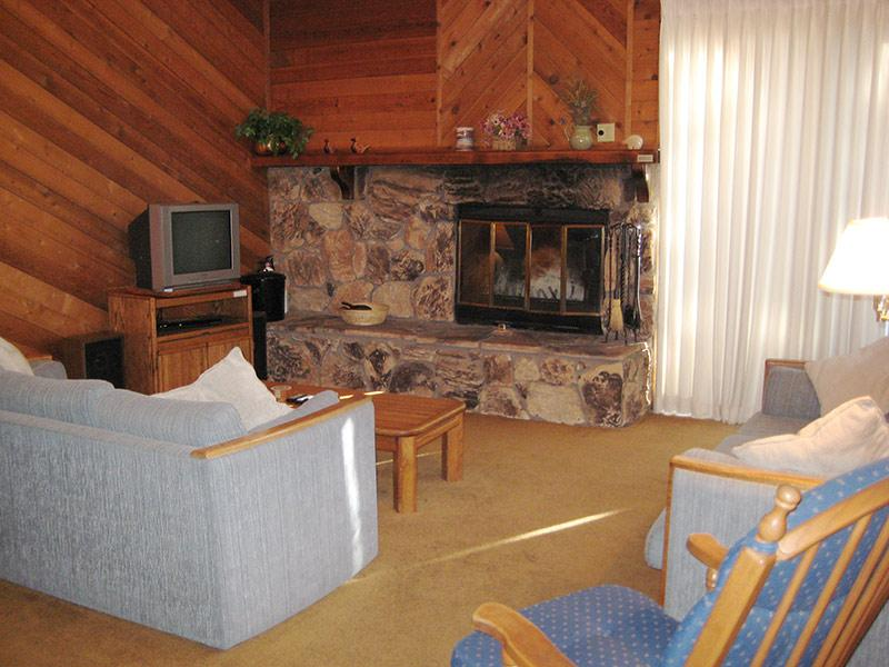 Living Room - Snowflower - SF008 - Mammoth Lakes - rentals