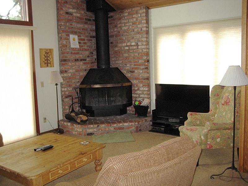 Living Room (New gas fireplace not pictured) - Meadow Ridge - MDR24 - Mammoth Lakes - rentals