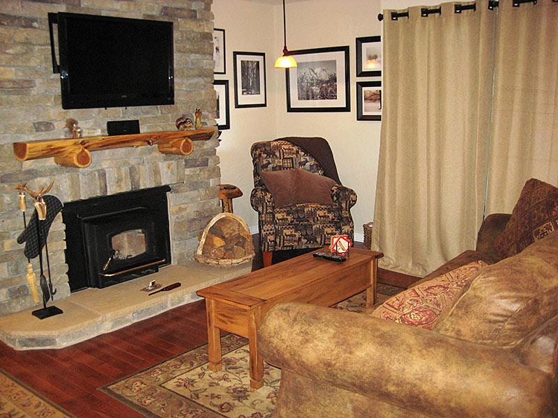 Living Room - Bigwood - BW009 - Mammoth Lakes - rentals