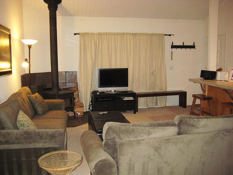 Living Room - Sierra Manors - SM092 - Mammoth Lakes - rentals