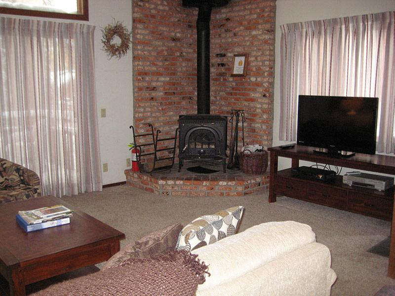 Living Room - Meadow Ridge - MDR07 - Mammoth Lakes - rentals