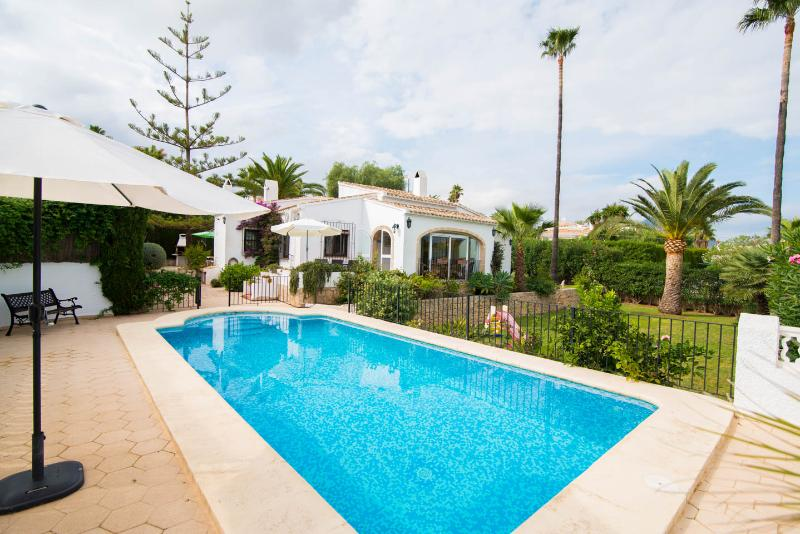 Javea ,3 Bed/Bathroom Villa, Gated private pool - Image 1 - Javea - rentals