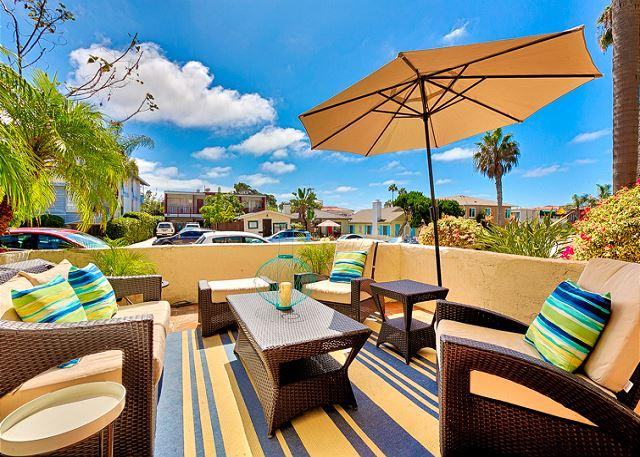 Steps to WindnSea Beach, relax on your private patio after a day at the beach. - 15% OFF APRIL - Sophisticated 3 BR/2.5BA Townhome Located in Windansea Beach! - La Jolla - rentals