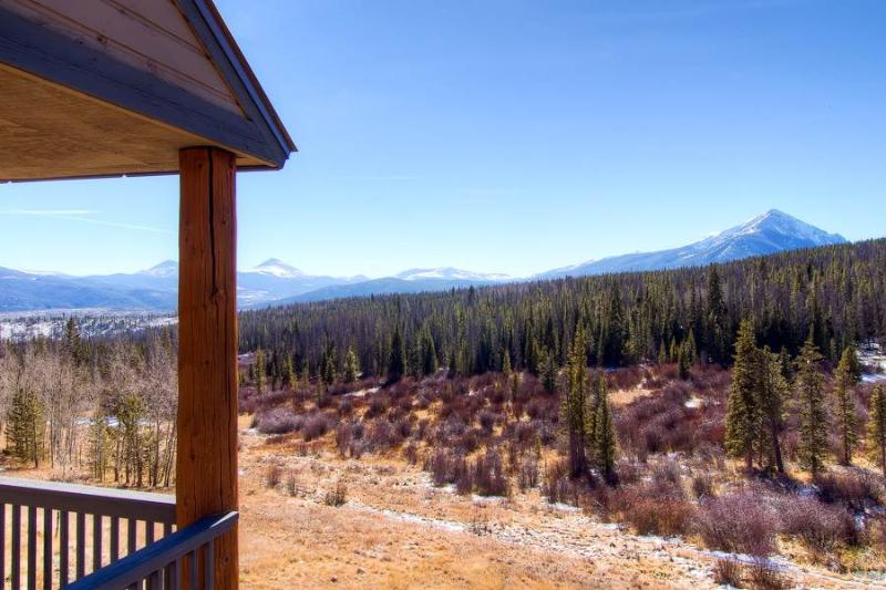2 BR/2.5 BA, Great views, pirvate hot tub, sleeps 6, private hot tub, pet friendly - Image 1 - Silverthorne - rentals