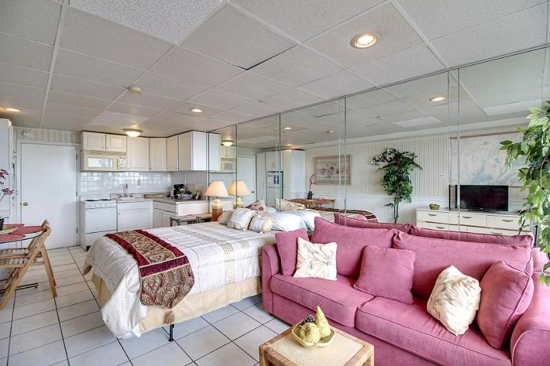 Lovely ocean front studio at the historic Fontainebleau w/beach & pool access! - Image 1 - Panama City Beach - rentals