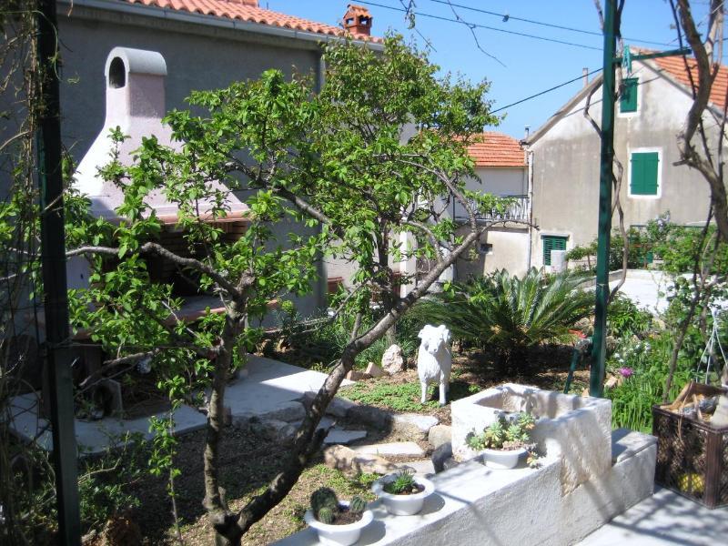 A2(2+3): courtyard - 2472 A2(2+3) - Makarska - Makarska - rentals