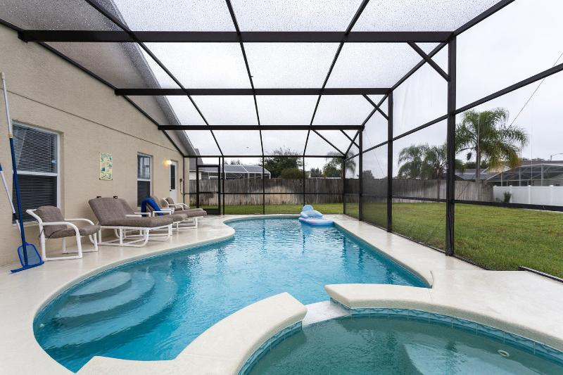The Pool - Modern South facing Villa with 26ft pool and Spa - Clermont - rentals
