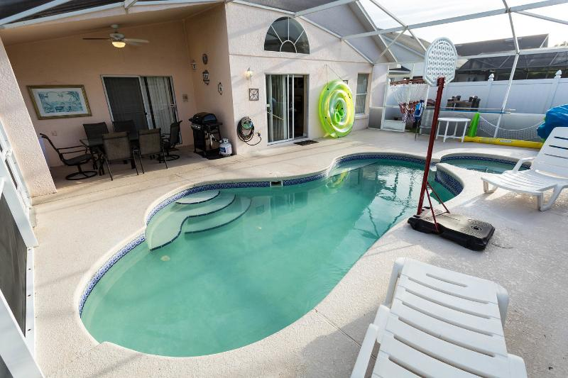 The Pool - Private Villa on Eagle Pointe, in Disney area, Pool and Spa, Yard, WiFi, BBQ, Direct TY, Toys - Kissimmee - rentals