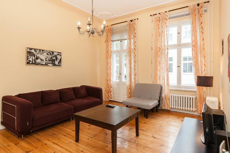Living Room - Quiet and Central apartment for 4 , Kurfurstendam - Berlin - rentals