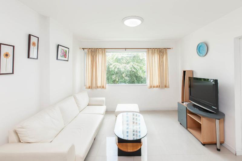 Living Room - Condo on skhuvmit road near BTS station for rent - Bangkok - rentals
