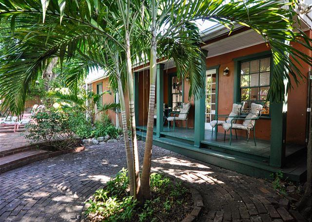 Key Lime Calypso: A cottage in the heart of Bahama Village - Image 1 - Key West - rentals
