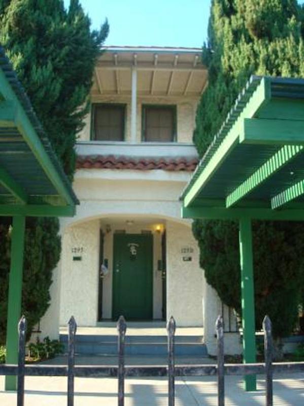 ATTRACTIVE 2 BEDROOM APARTMENT NEAR USC - Image 1 - Los Angeles - rentals