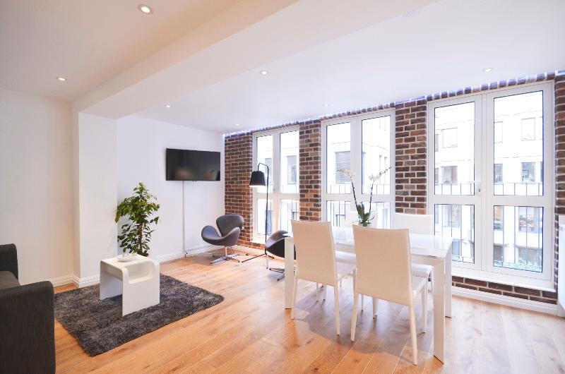 Enjoy living the high life in this glitzy duplex - Image 1 - London - rentals