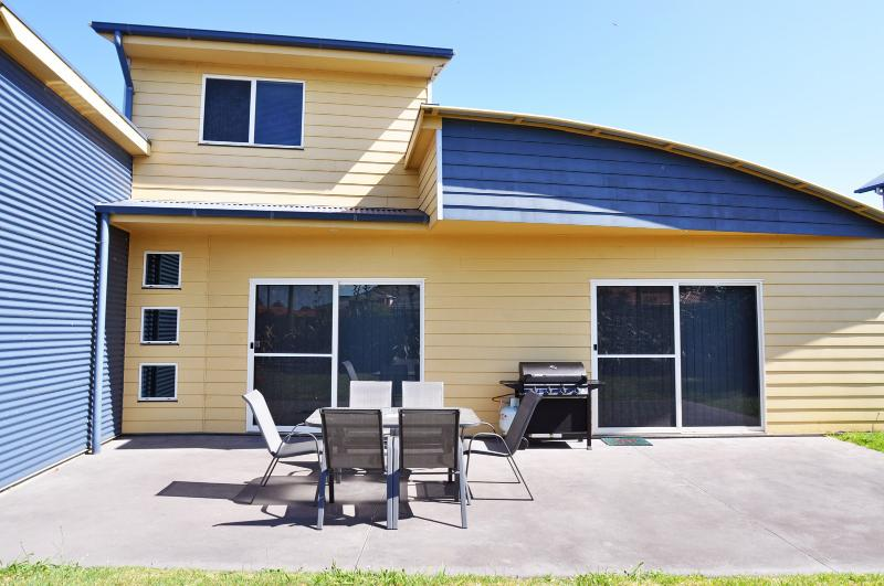 FLYING COLOURS - Image 1 - Inverloch - rentals