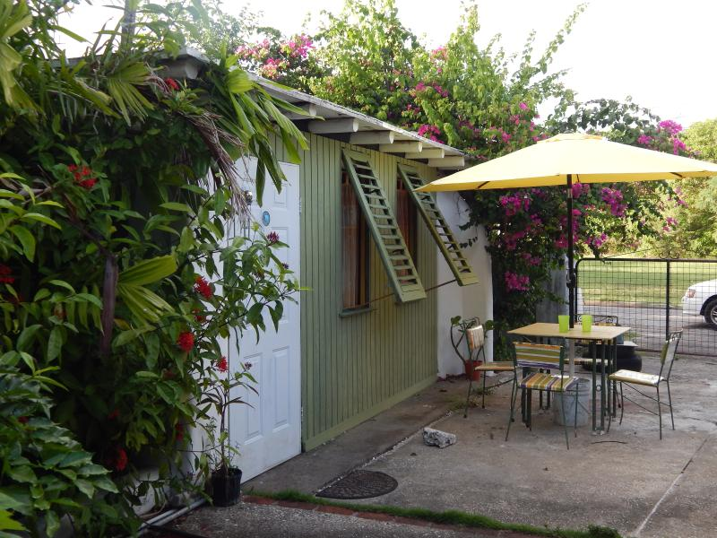 studio exterior - COZY STUDIO AT SHAMBALA - Maxwell - rentals