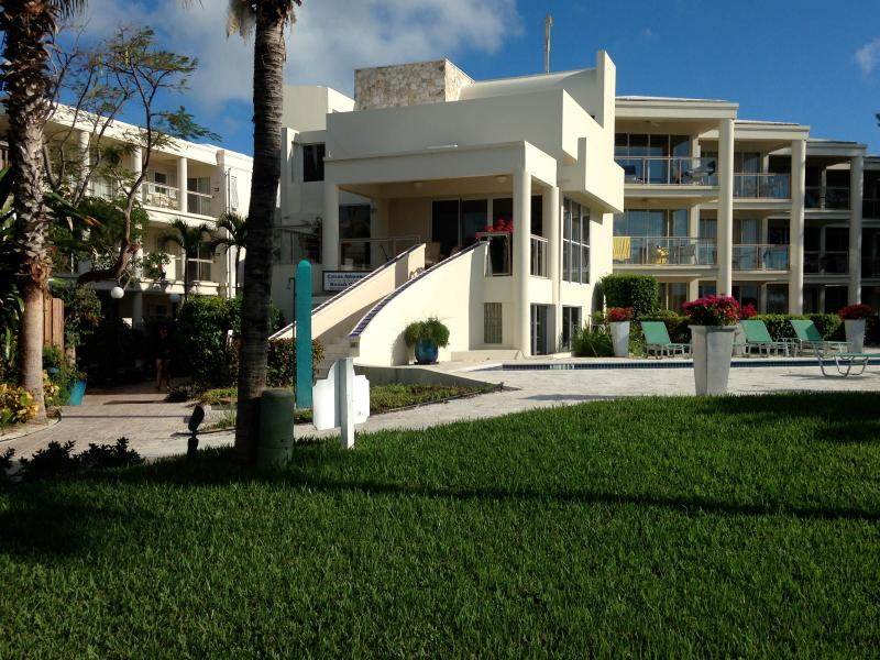 White House Villa, steps to beach and pool. - 3 b/rVilla on the finest snorkeling reef - Providenciales - rentals