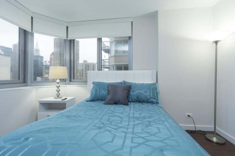 STUNNING 2 BEDROOM NEW YORK APARTMENT - 1 - Image 1 - Long Island City - rentals