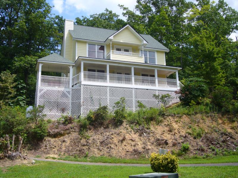 All the comforts of home with the Smokey Mountains right at your door step.  How could you resist - Erwin House - Gatlinburg - rentals