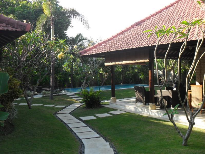 Santai Villa Spacious 5/7 bed Umalas, Nr Seminyak - Image 1 - Kerobokan - rentals