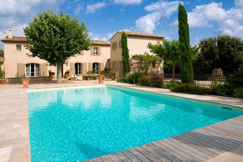 Villa Des Anges, Sleeps 8 - Image 1 - Eygalieres - rentals