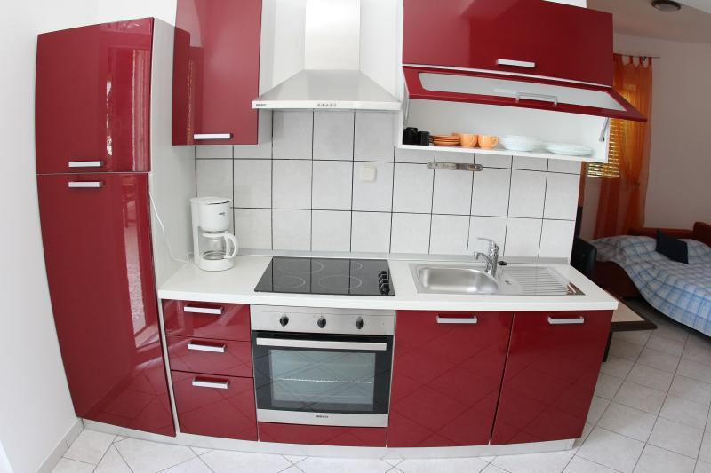 Apartment Nikola - 33991-A1 - Image 1 - Jelsa - rentals