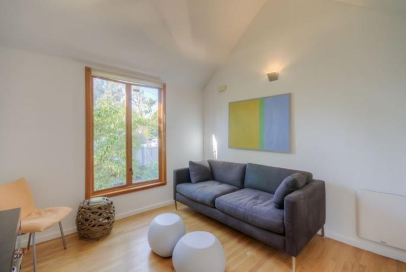 MODERN AND SPACIOUS FURNISHED 1 BEDROOM 1 BATHROOM HOME NEAR ABBOT KINNEY BOULEVARD - Image 1 - Venice Beach - rentals