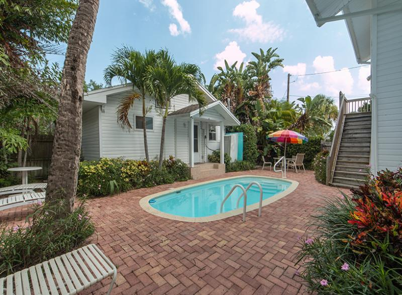 Cozy Corner (Lower) - Image 1 - Clearwater Beach - rentals
