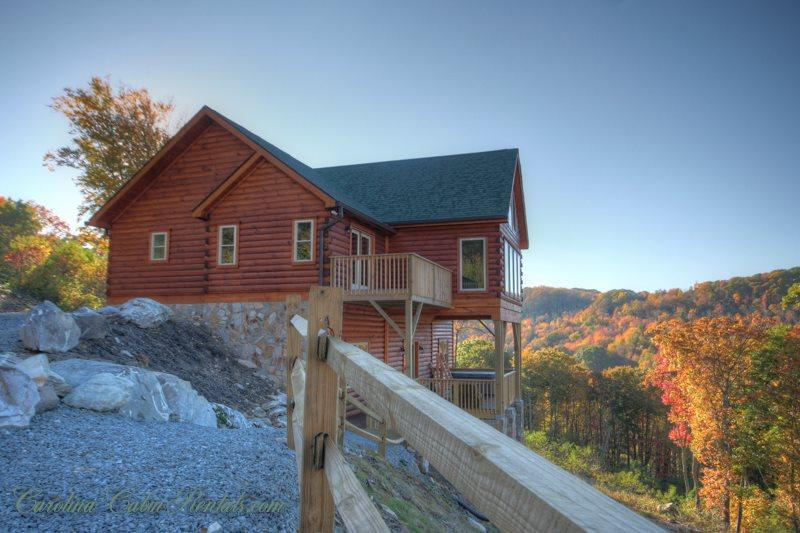 4BR All-New Upscale Mountain Cabin, Hot Tub, Stunning Views, Privacy, Game Room, Gas Log Fireplace, HDTV, 2 Master Suites, Granite+Custom Wood Kitchen, BluRay - Image 1 - Banner Elk - rentals